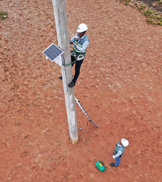 DRC-010 is Installed at a Safe Height On Overhead Line Poles to Eliminate Risks From The External Environment.
